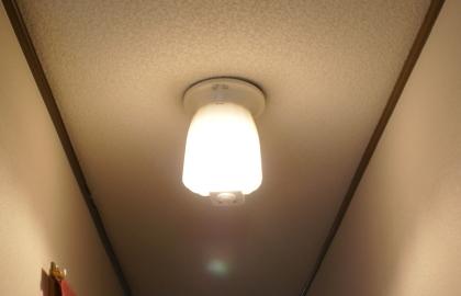 ダイソーLED電球E17 点灯